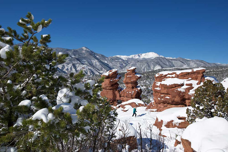 pikes peak in winter at garden of the gods