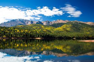 Fall-leaves-in-Colorado-Springs