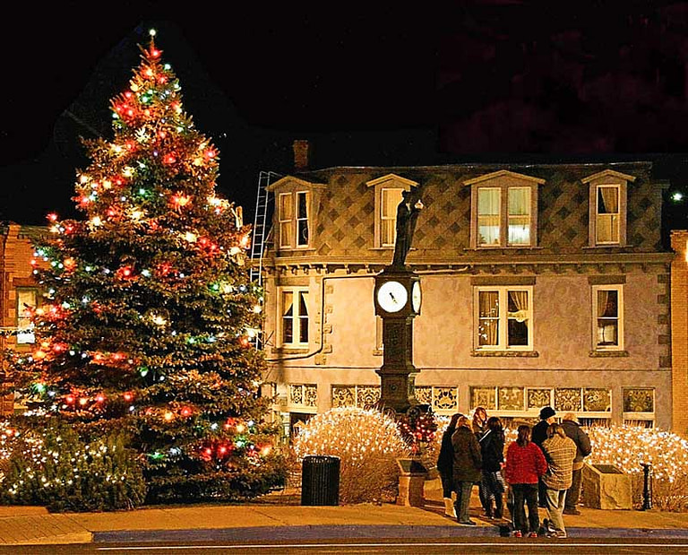 Christmas-in-manitou-tree