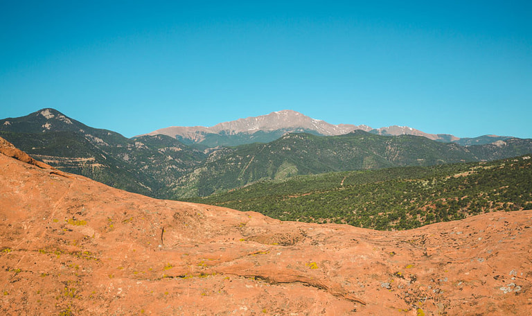 pikes peak lookout from garden of the gods
