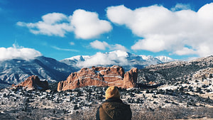 pikes peak w snow at garden of the gods